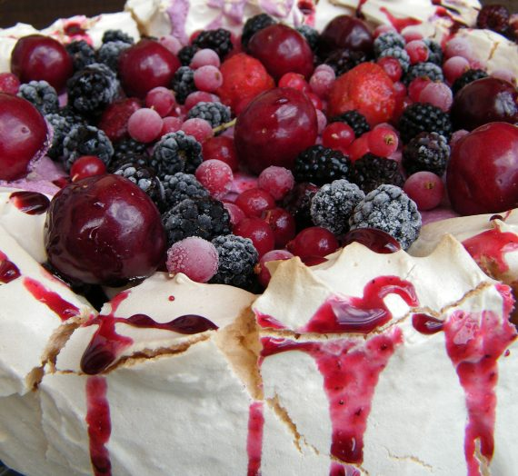 Pavlova con mousse de frutos rojos