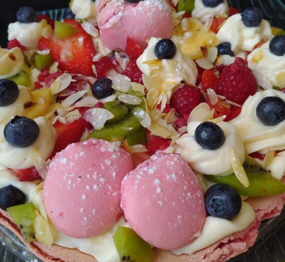 Tarta macaron con crema diplomática y frutas